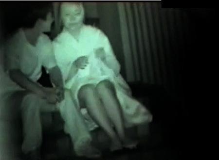 【青姦】ヤンキーの金髪ロリータ!深夜に雑居ビルでファック!