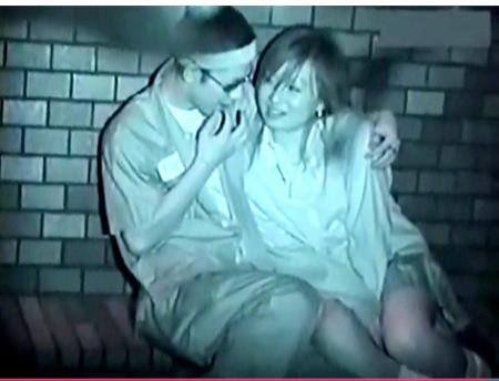【青姦】夜の公園で女子高生のオメコに指を入れているヤンキー!盗撮師が個人撮影!