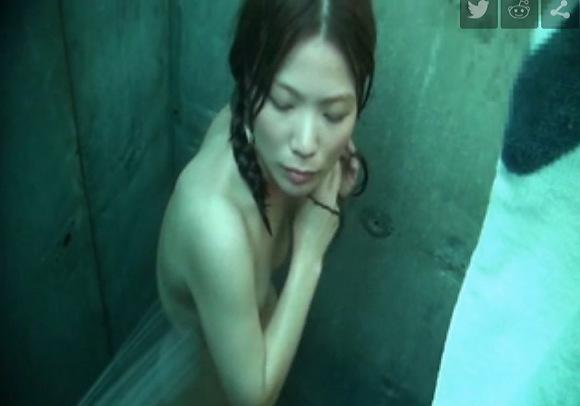 シャワールームにて、水着の美女の盗撮無料エロハメ撮り動画。[盗撮]シャワールームのセクシー水着美女!風呂盗撮動画です!