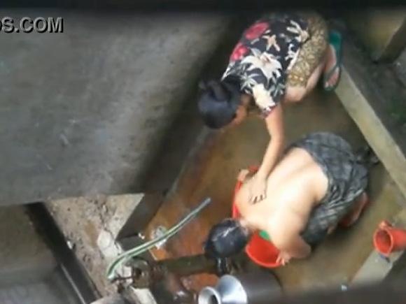 盗撮無料エロハメ撮り動画。盗撮貧しい入浴姿です!風呂盗撮動画です!