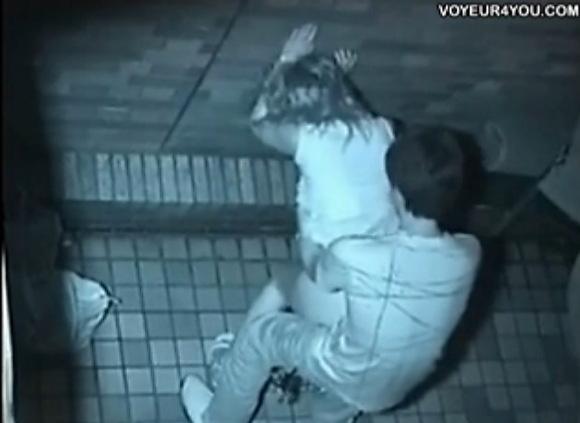 カップルの盗撮無料hamedori動画。[盗撮]公園の地下道でカップルが炎上!公園盗撮動画です!