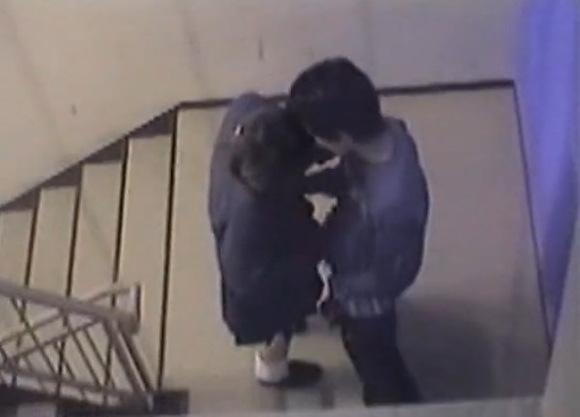 盗撮無料hamedori動画。[盗撮]学生が非常階段でエッチ!公園盗撮動画です!