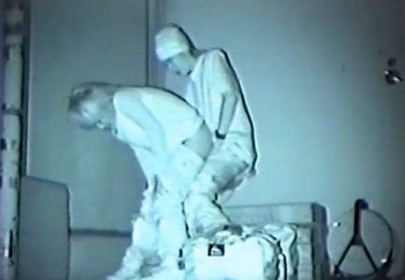 フリーターの素人女性の盗撮無料主観動画。[盗撮]フリーターがベンチで立ちマン!公園盗撮動画です!