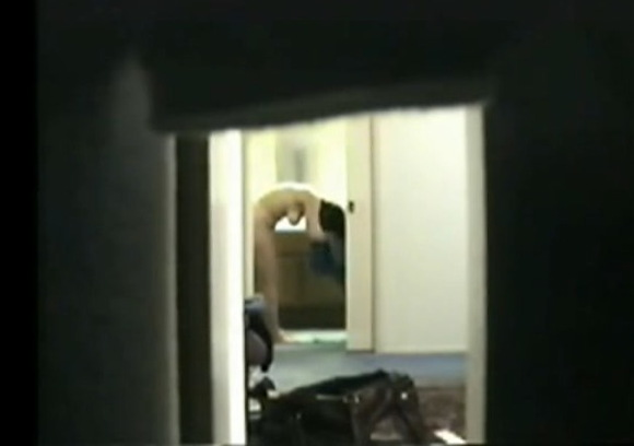 熟女の盗撮無料主観動画。[盗撮]40歳の熟女の着替え風呂上がり!民家盗撮動画です!