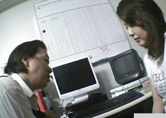 盗撮無料ハメ撮り動画。[盗撮]おっさんがチンポコを見せる!万引き盗撮動画です!