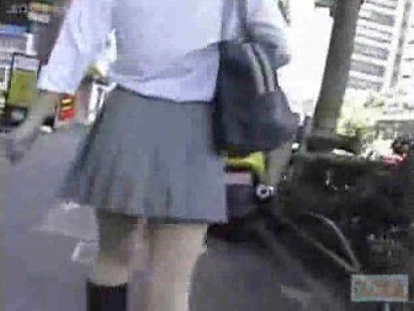 盗撮無料hamedori動画。[盗撮]後ろから追跡してローアングルで撮影です!パンチラ盗撮動画です!
