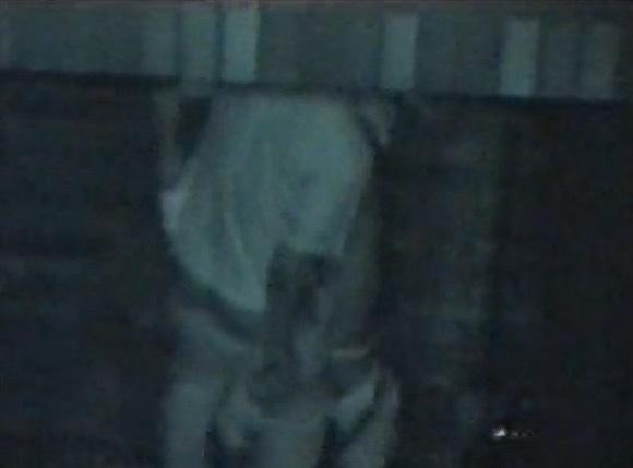 カップルのフェラ無料エロハメ撮り動画。[盗撮]茂みのかげでカップルがフェラチオしています!公園盗撮動画です!