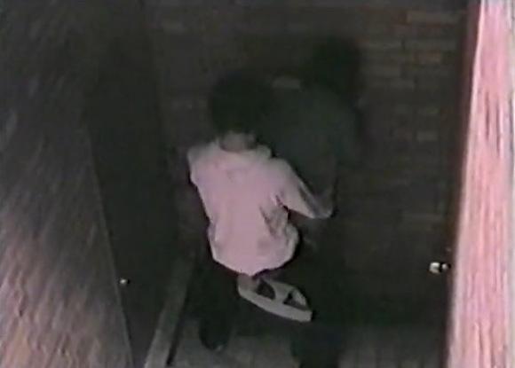 カップルの盗撮無料hamedori動画。[盗撮]深夜にカップルがバックからエッチしています!公園盗撮動画です!
