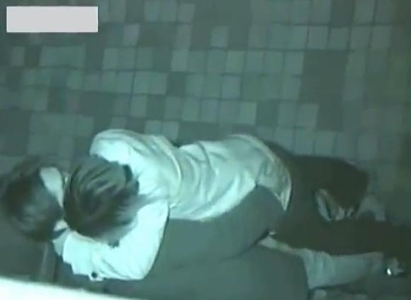 カップルの盗撮無料主観動画。盗撮愛し合っている発情カップルが公園でオマンコ!公園盗撮動画です!