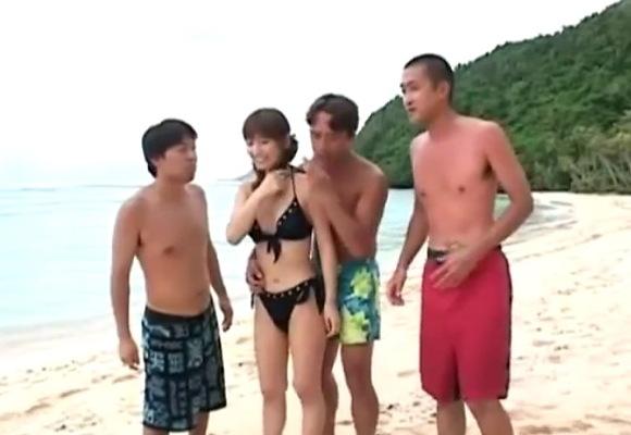 ビーチにて、水着の素人女性の乱交無料syukan動画。盗撮島に旅行に来た若者たちが水着で乱交!ビーチ盗撮動画です!