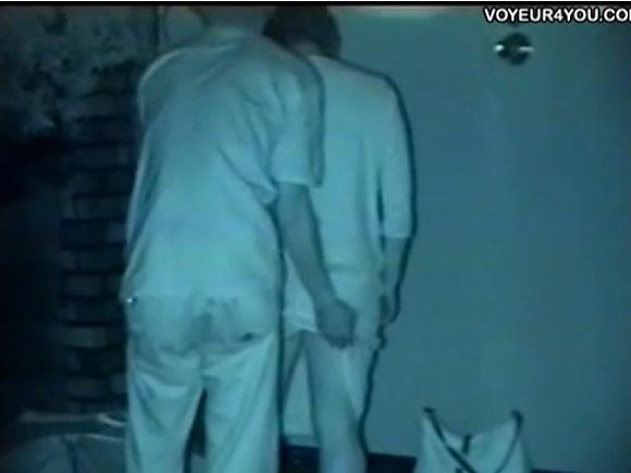 カップルの盗撮無料syukan動画。[盗撮]素人カップルが深夜の公園で立ちマン!公園盗撮動画です!