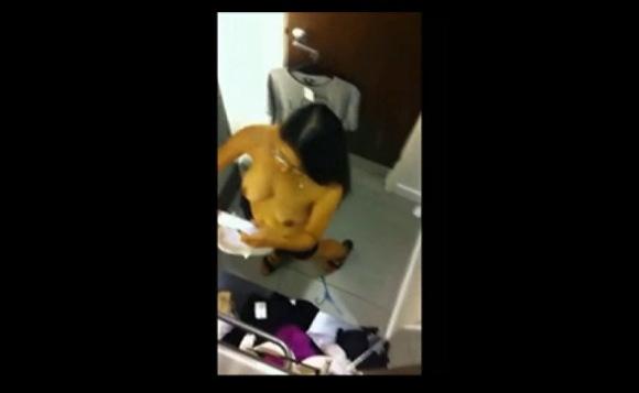 盗撮無料エロハメ撮り動画。盗撮天井の穴からリアル盗撮の着替えです!民家盗撮動画です!