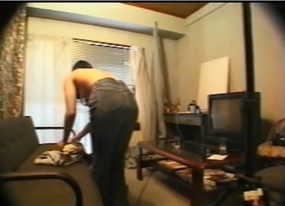 更衣室にて、素人女性の盗撮無料syukan動画。盗撮B級タレントが部屋で着替えてます!更衣室盗撮動画です!