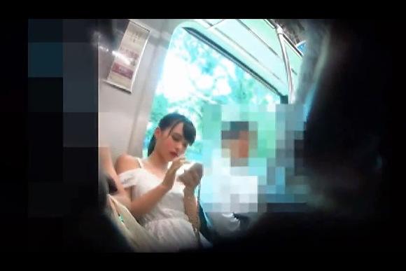 電車にて、ミニスカートの美人のパンチラ無料hamedori動画。[盗撮]電車の向かいの席のミニスカート美人!パンチラ盗撮動画です!