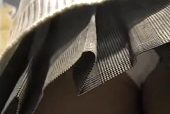 ミニスカートの素人女性の盗撮無料エロハメ撮り動画。[盗撮]街頭で歩いてるミニスカートをローアングル撮影!パンチラ盗撮動画です!