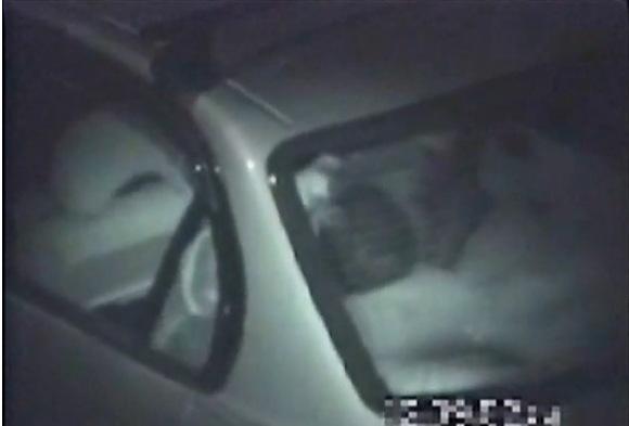 カップルの盗撮無料エロハメ撮り動画。盗撮駐車してる車の中で密愛のカップル!カーセックス盗撮動画です!