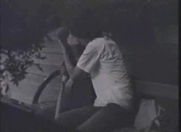 盗撮無料syukan動画。盗撮真夜中のベンチで抱き合っています!公園盗撮動画です!