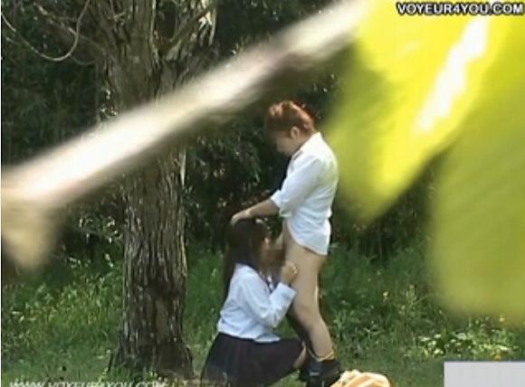 学校にて、素人女性の盗撮無料エロハメ撮り動画。[盗撮]学校の帰りに林の中でフェラチオ学生!公園盗撮動画です!