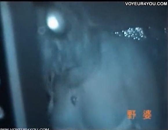 カーセックス無料hamedori動画。盗撮若い女性が車の中で全裸に!カーセックス盗撮動画です!