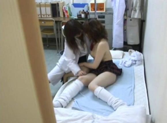 病院にて、レズの盗撮無料主観動画。盗撮保健室で診察されたらレズビアンでした!病院盗撮動画です!