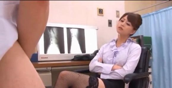 病院にて、素人女性のオナニー無料エロハメ撮り動画。盗撮発情ドクターが患者のオナニーを軽蔑しています!病院盗撮動画です!