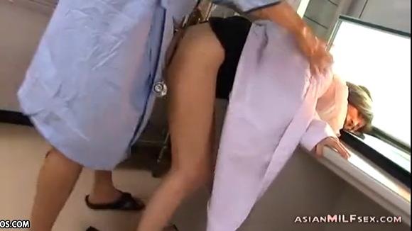 病院にて、淫乱の素人女性の盗撮無料hamedori動画。盗撮太った爆乳のドクターは淫乱でした!病院盗撮動画です!