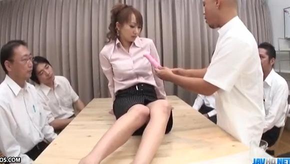 巨乳の素人女性の盗撮無料主観動画。盗撮水川アンナさんがバイブの発売会議で実験です!企画巨乳動画です!