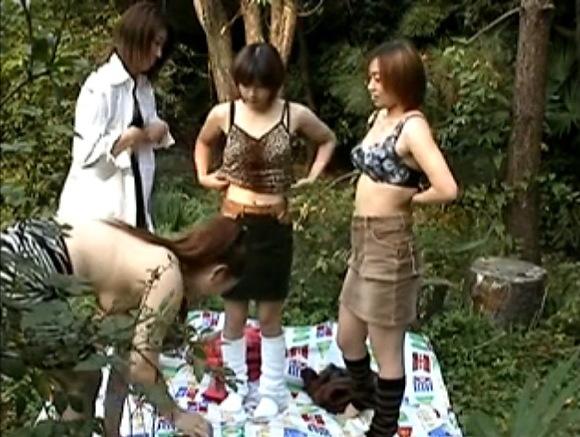 お姉さんの盗撮無料主観動画。[盗撮]お姉さん達が全裸でハイキング!露出盗撮動画です!