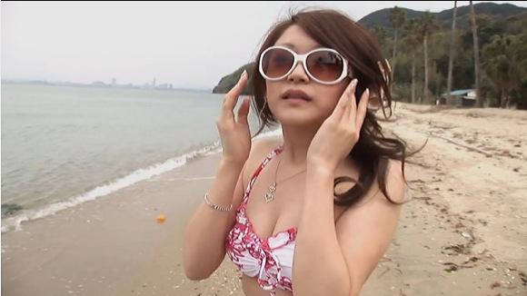 水着の素人女性の盗撮無料ハメ撮り動画。盗撮海水浴場にいたエロそうな水着娘です!水着盗撮動画です!