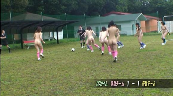 巨乳の素人女性の盗撮無料主観動画。盗撮全裸でサッカーをする企画です!企画巨乳動画です!