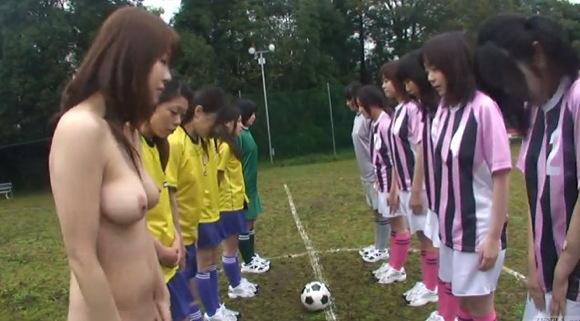 巨乳の素人女性の盗撮無料syukan動画。盗撮女子サッカーの試合に全裸が参加!企画巨乳動画です!