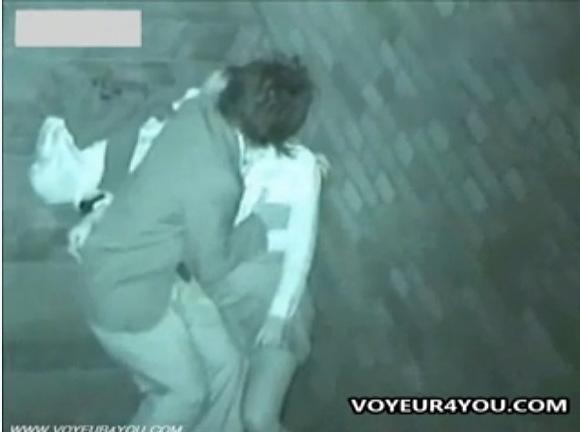カップルの乳揉み無料hamedori動画。盗撮深夜に乳揉みカップル!公園盗撮動画です!
