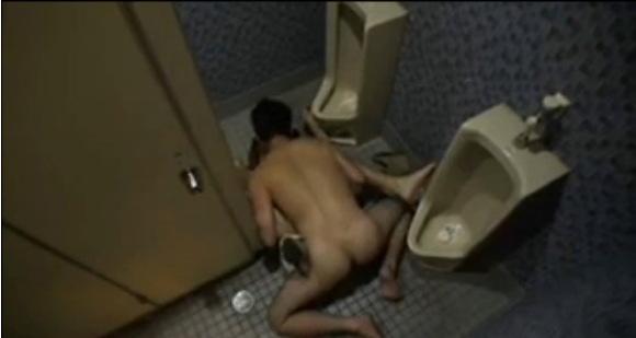 便所にて、素人女性の盗撮無料エロハメ撮り動画。[盗撮]公衆トイレでエッチしてる変態男女!便所盗撮動画です!