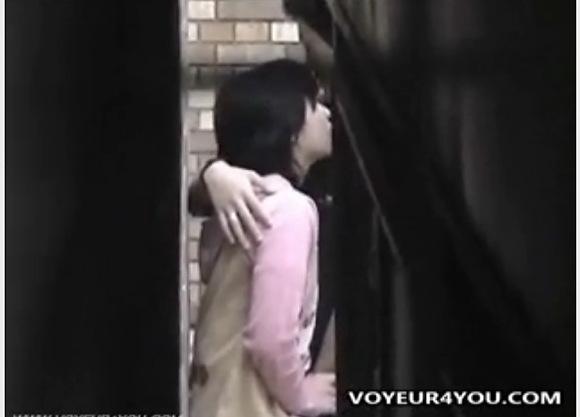 盗撮無料エロハメ撮り動画。盗撮青姦してる大学生をこっそり撮影!公園盗撮動画です!