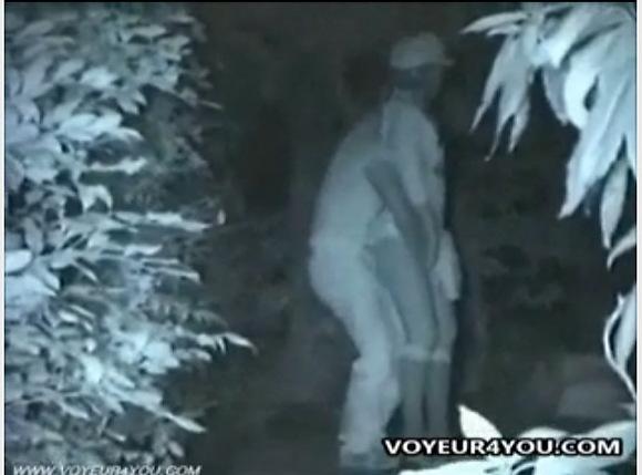 盗撮無料syukan動画。[盗撮]帽子の娘と立ったまま指マン!公園盗撮動画です!