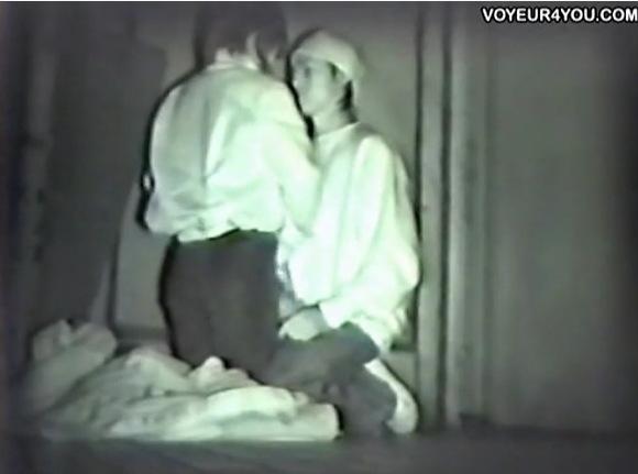 カップルの盗撮無料ハメ撮り動画。盗撮若いカップルは公園でセックス!公園盗撮動画です!
