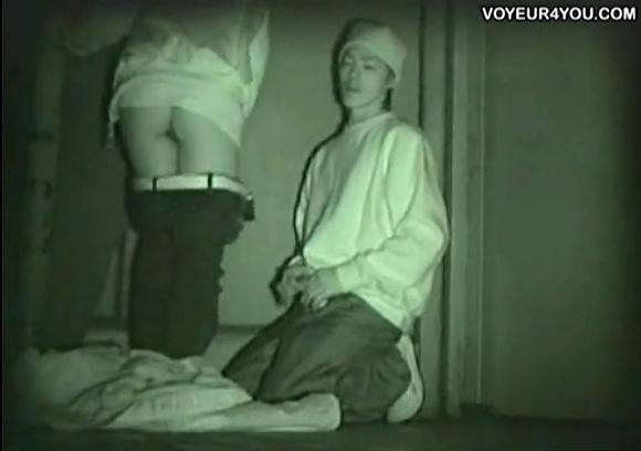 フリーターの素人女性の青姦無料エロハメ撮り動画。[盗撮]金のないフリーターは青姦!公園盗撮動画です!