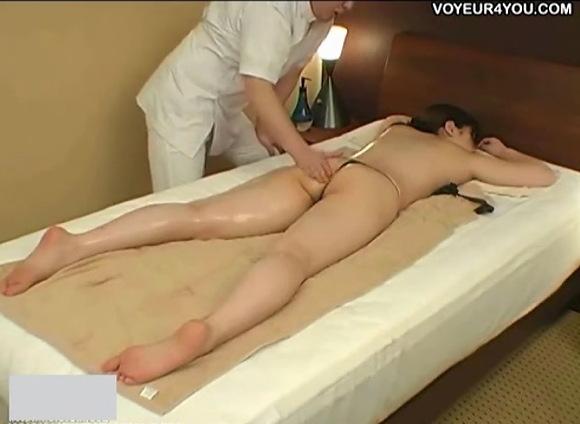 マッサージ無料hamedori動画。盗撮エステシャンが肛門ばかり触ります!マッサージ盗撮動画です!