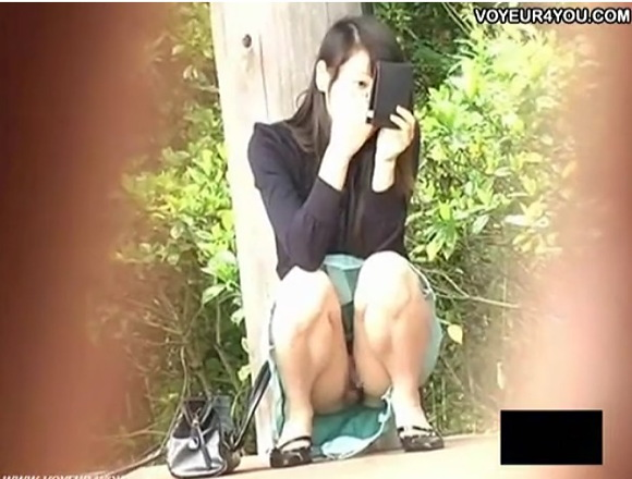 Tバックの素人女性の盗撮無料hamedori動画。[盗撮]すごい食い込みを見せるTバックの威力!パンチラ盗撮動画です!
