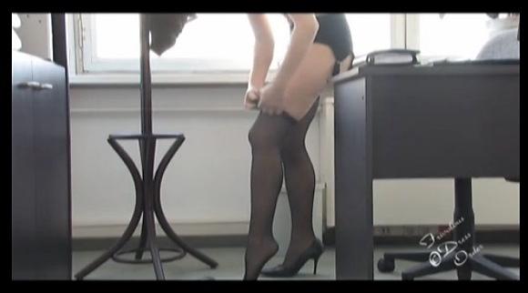 巨乳の素人女性の盗撮無料エロハメ撮り動画。[盗撮]むっちりガーターのベルトです!フェチ巨乳動画です!