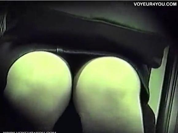 電車にて、素人女性の盗撮無料hamedori動画。[盗撮]電車の中で盗撮!パンチラ盗撮動画です!