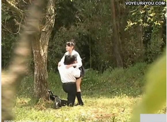 盗撮無料エロハメ撮り動画。盗撮森の中で発情した男女がエッチ!公園盗撮動画です!