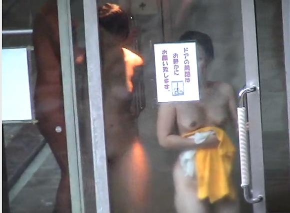 女湯にて、奥様の盗撮無料hamedori動画。[盗撮]女湯に入るセクシー奥様方!風呂盗撮動画です!