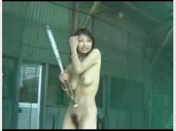[盗撮]ギャルが全裸になってバッティングセンターで運動!アスリート盗撮動画です。