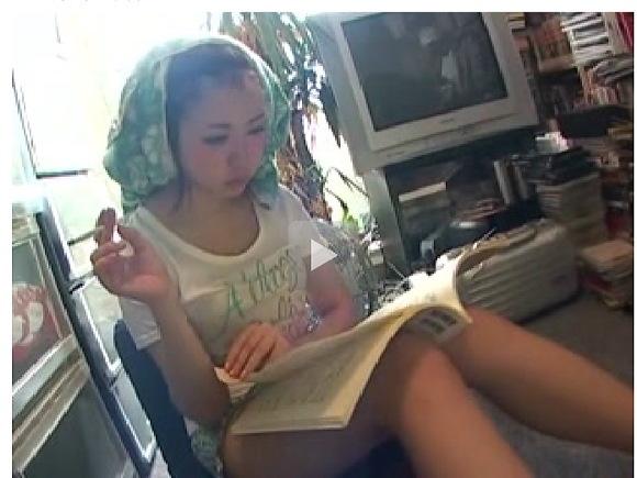 [盗撮]本を読んでいる美人にぶっかけザーメンはマニアック!フェチ巨乳動画です。