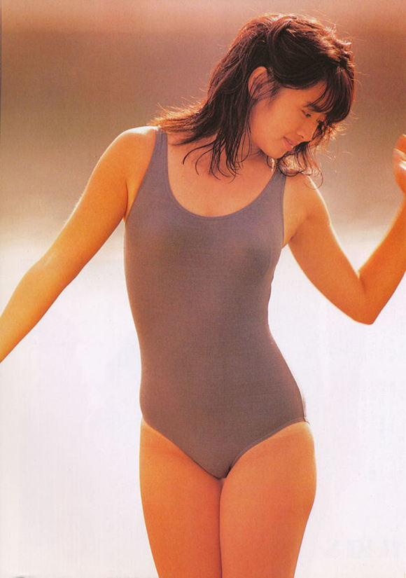 斉藤由貴さん水着09