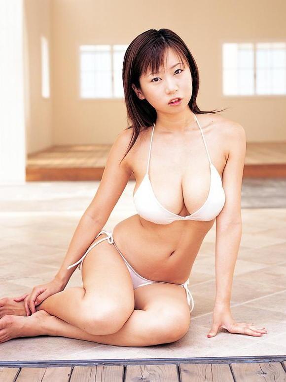 夏目理緒さん乳首08