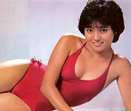 三田寛子さん水着05