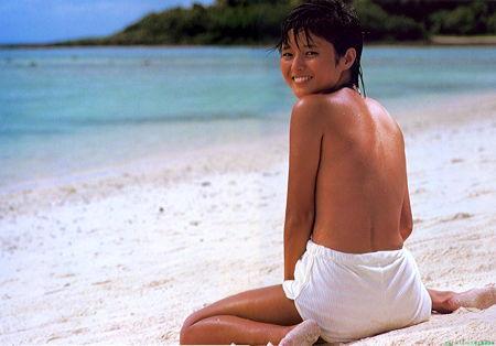 三田寛子さん水着06