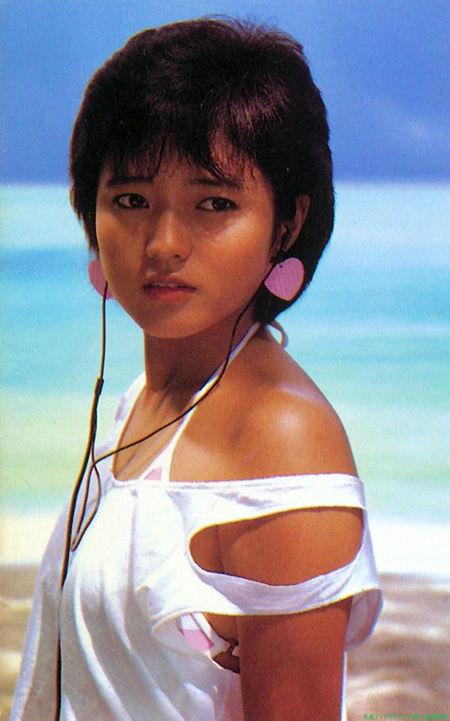三田寛子さん水着09